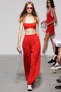 pantalone rosso con top